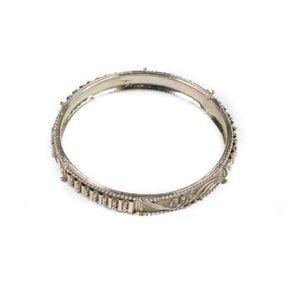Jewelry - Thin silver bangle